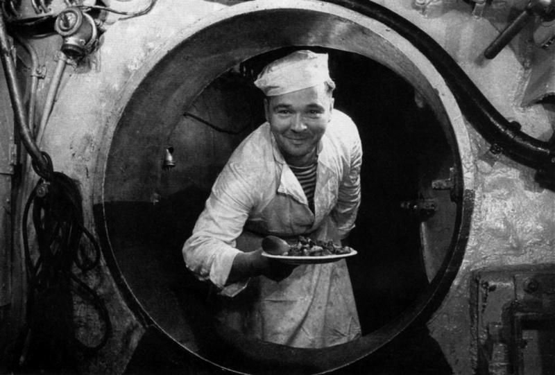 обед на подводной лодке видео